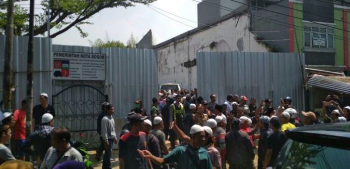 Masjid Kaum Sumbu Pendek Salafy-Wahabi Digeruduk Umat Muslim Bogor.jpg