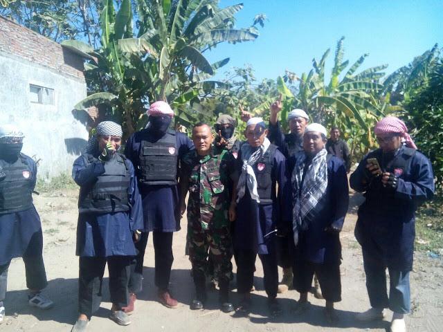 Milisi Cingkrang ala Teroris Tantang Warga Sumengko yang Amaliyahnya Dibid'ahkan.jpg