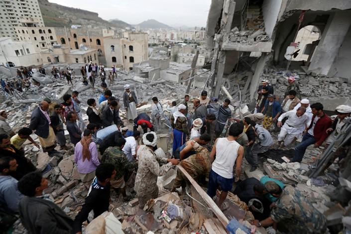 Serangan udara yang dipimpin Saudi membunuh 14 warga sipil, termasuk anak-anak 2.jpg